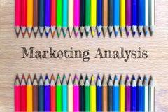 Marketing analyse van de houten achtergrond van het kleurenpotlood/bedrijfsconcept Royalty-vrije Stock Foto