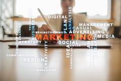 Marketing bedrijfsconcept op het virtuele scherm Woordenwolk stock afbeelding