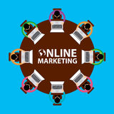 Marketing online, Groepswerk en brainstormingsconcept met zakenlieden die rond lijst en het werken zetten Royalty-vrije Stock Afbeelding