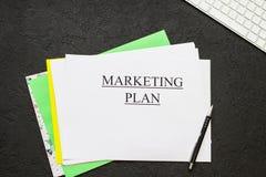 Marketingowego planu inskrypcja na czarnym tle Zdjęcie Royalty Free