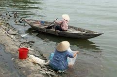 Marketwomen al fiume di Hoi Immagini Stock Libere da Diritti