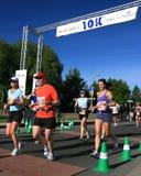 Markierung 10K des Marathons stockfotos