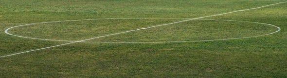 Markierung in der Mitte eines Fußballplatzes am Stadion in Russland lizenzfreies stockfoto