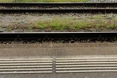 Markierung des Bahnhofsbahngleises weiße Blinde Lizenzfreie Stockbilder