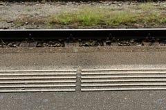 Markierung des Bahnhofsbahngleises weiße Blinde Lizenzfreies Stockbild