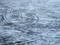 Markierungen auf dem Eis Stockfotos