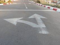 Markierungen auf der Straße Stockfoto