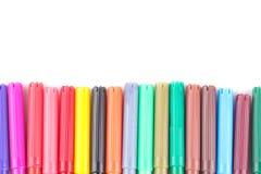 Markierungen von verschiedenen Farben falteten sich in Folge auf einem Weiß lokalisierten Hintergrund lizenzfreie stockbilder