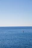 Markierungsboje im Meer Lizenzfreie Stockbilder