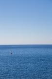 Markierungsboje im Meer Stockbilder