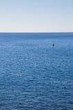 Markierungsboje im Meer Stockfotos