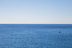 Markierungsboje im Meer Lizenzfreies Stockbild