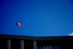 Markierungsfahne auf dem Parlament von Moldau Stockfotografie
