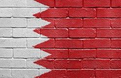 Markierungsfahne von Bahrain auf Backsteinmauer Stockfoto