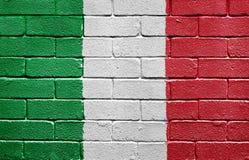 Markierungsfahne von Italien auf Backsteinmauer Lizenzfreies Stockbild