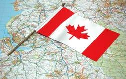 Markierungsfahne von Kanada und von Karte Stockfotografie