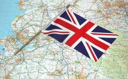 Markierungsfahne von Vereinigtem Königreich über der Karte Lizenzfreies Stockfoto
