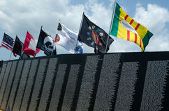 Markierungsfahnen über dem Vietnamkriegdenkmal Stockfotos