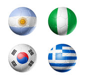 Markierungsfahnen der Fußball-Weltcup-Gruppe B auf Fußballkugeln Stockfoto