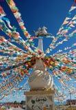 Markierungsfahnen nähern sich QinghaiLake Stockfoto