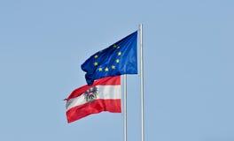 Markierungsfahnen von Österreich und von Europäischen Gemeinschaft Lizenzfreie Stockbilder