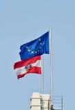 Markierungsfahnen von Österreich und von Europäischen Gemeinschaft Lizenzfreies Stockbild