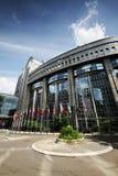 Markierungsfahnen vor dem EU-Parlament - Brüssel Stockbild