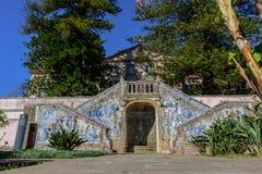 Markies van Pombal-Paleis, Oeiras - 10 Maart, 2019 - Fontein van Embrechados, decoratie en tegels in de tuin royalty-vrije stock afbeeldingen
