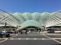Markiser och broar av Gare gör Oriente, Lissabon, Portugal vid Calatrava arkivbild