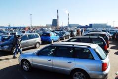Marknad av begagnade använda bilar i den Kaunas staden Arkivbild