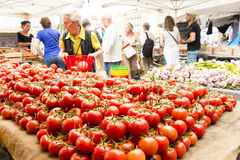 Marknad för gata för tomatfruktgrönsak Fotografering för Bildbyråer
