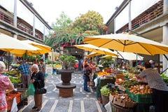 Marknad för Mercado DOS Lavradores i Funchal, Portugal Arkivfoto