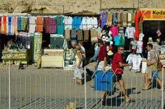 Marknad för turister nära den Hatshepsut templet egypt Royaltyfri Foto