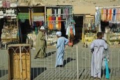 Marknad för turister nära den Hatshepsut templet egypt Royaltyfri Fotografi