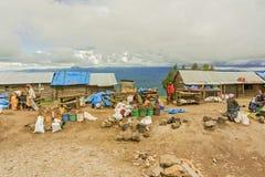 Marknad i byn i Tanzania Arkivbilder