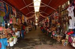 Marknad i centret av San Juan Nuevo Arkivfoton