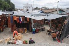 Marknad nära kyrkan av Santo Tomas på Chichicastenango Royaltyfria Foton