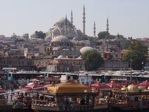Marknad och moské i Istanbul Fotografering för Bildbyråer