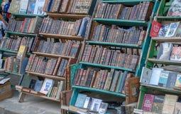 Marknaden av gamla böcker i havannacigarr arkivbilder
