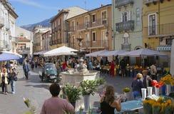 Marknadsdag, Pratola Peligna, Abruzzo, Italien Arkivbilder