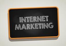 MARKNADSFÖRA för INTERNET som är skriftligt i svart tavla Begreppsmässig bild med MARKNADSFÖRING för ord INTERNET vektor illustrationer