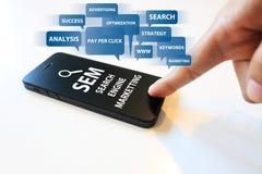 Marknadsföra för sökandemotor Arkivfoto