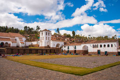Marknadsföra på Chinchero, den sakrala dalen av incasna Arkivfoto