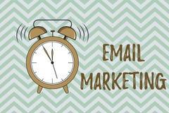 Marknadsföring för Email för handskrifttexthandstil Begreppsbetydelse som överför ett kommersiellt meddelande till en grupp männi stock illustrationer