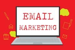 Marknadsföring för Email för textteckenvisning Begreppsmässigt foto som överför ett kommersiellt meddelande till en grupp människ vektor illustrationer