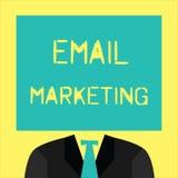 Marknadsföring för Email för textteckenvisning Begreppsmässigt foto som överför ett kommersiellt meddelande till en grupp människ royaltyfri illustrationer