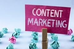 Marknadsföring för innehåll för ordhandstiltext Affärsidéen för Digital marknadsföringsstrategi sparar att dela av online-nöjt sk royaltyfri fotografi