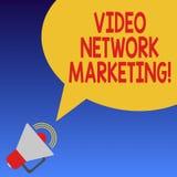 Marknadsföring för nätverk för handskrifttext video Kopplande in video för begreppsbetydelse in i din megafon för marknadsföra ak royaltyfri illustrationer