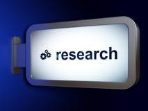 Marknadsföringsbegrepp: Forskning och kugghjul på affischtavlabakgrund Arkivfoton