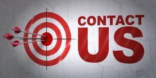 Marknadsföringsbegrepp: uppsätta som mål och kontakta oss på väggen Royaltyfri Foto